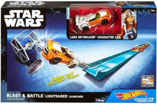 Hot Wheels – Star Wars – Blast & Battle Lightsaber Launcher – Luke Skywalker – Fahrzeug und Pullback-Rennstrecke