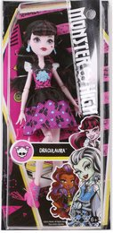 Mattel Monster High DNW98 - Todschicke Monsterschülerin Draculaura