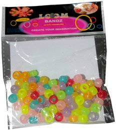 Pastellfarbige Loom Bands in Form von Perlen